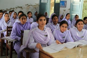 Girls_in_school_in_Khyber_Pakhtunkhwa,_Pakistan_(7295675962)