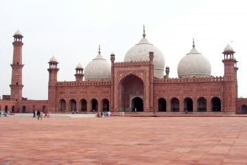 Badshahi_Mosque_July_1_2005_pic32_by_Ali_Imran_(1)